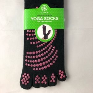 Gaiam Yoga Socks Small Medium grippy 1 pair NIP